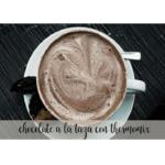 Schokolade in die Tasse mit dem Thermomix